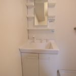 新設の洗面化粧台です(内装)