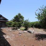 母屋の裏は、家庭菜園向けの70坪以上の敷地があります。